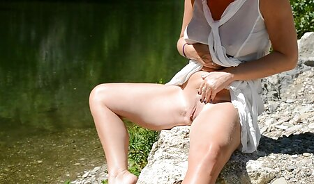 Teen Stacy se masturbe film porno avec des vieilles dans sa Chatte.