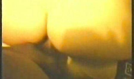 Busty salope en vieille blonde nue collants avale sperme